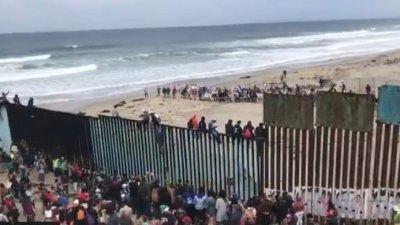 Mexican Police Escorts Migrant Caravan Immigrants To U.S. Border.. See What Happens Next (Video)