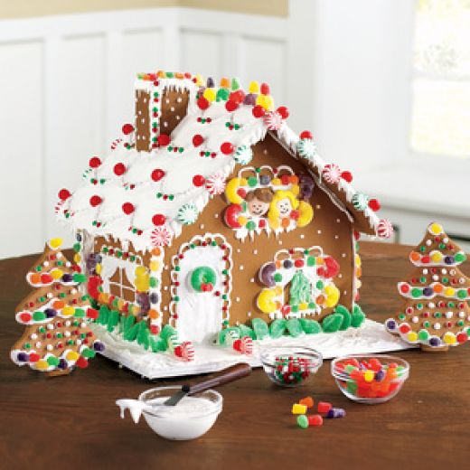 How to build a simple but beautiful gingerbread house for How do you make a gingerbread house