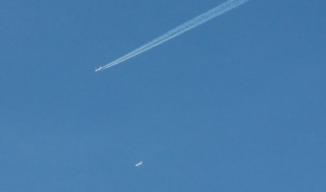 two planes...1 chemtrail