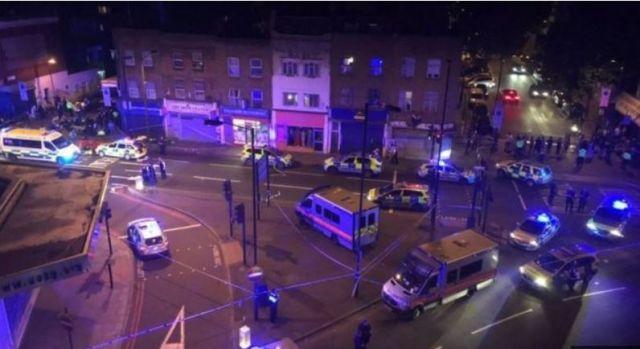 Van Hits Crowd Near London Mosque – 1 Dead, 8 Injured